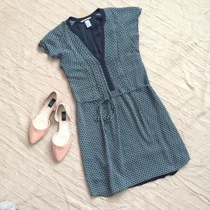 EUC H&M Dress with buttons and flutter sleeves